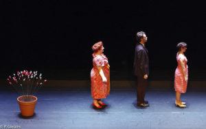 3 acteurs sur scène